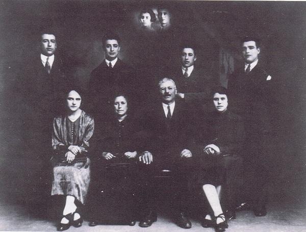 José Regojo con su familia