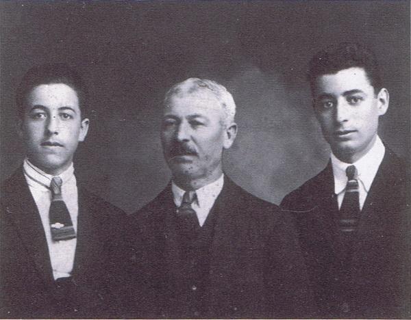 José Regojo con su padre y su hermano Antonio