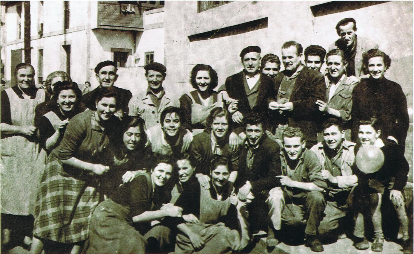 Albo. Personal de fábrica en Candás. 1948