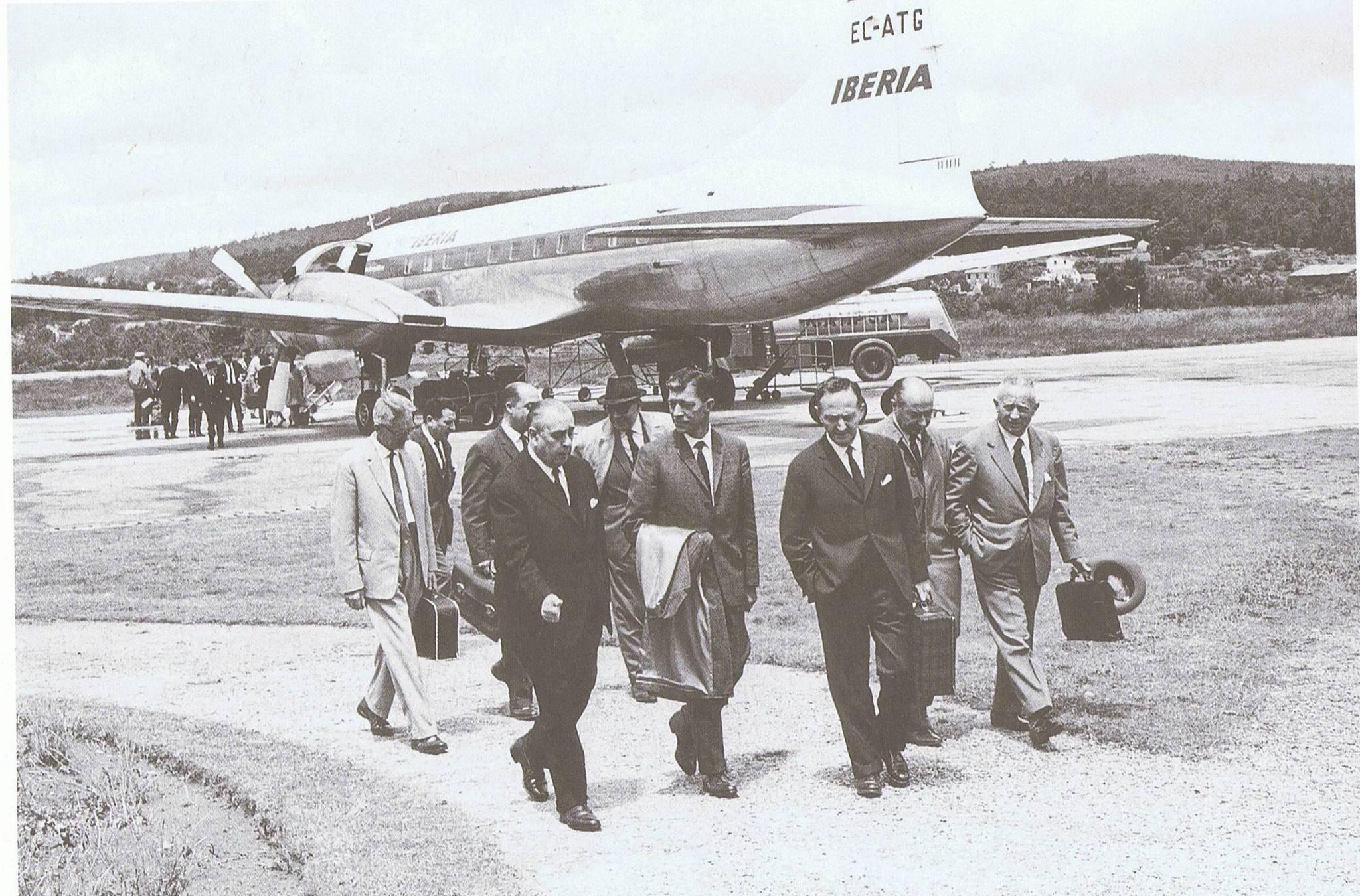 aerop. Directivos vigueses llegando a la terminal. Años 60