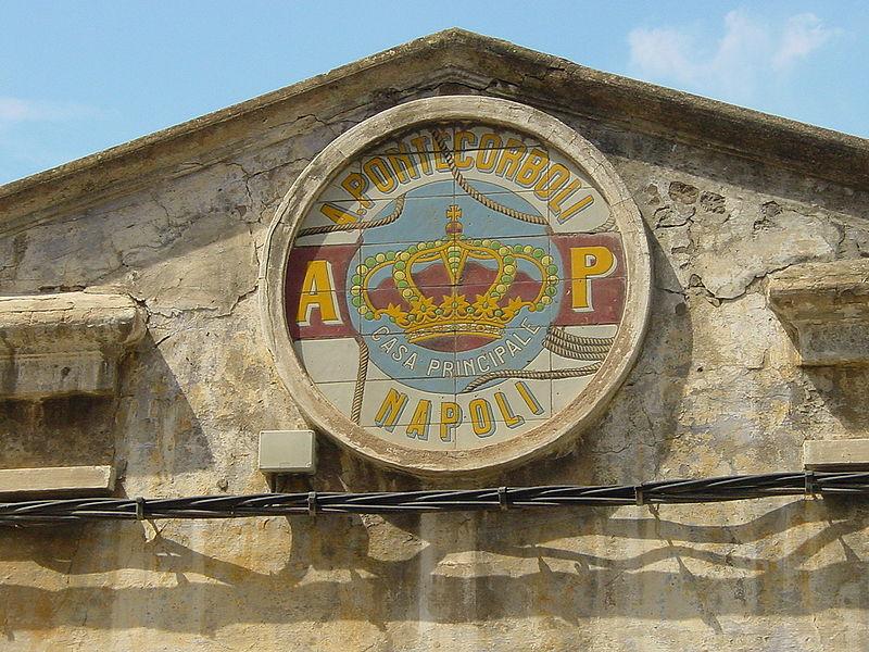 albo. Detalle de fábrica italiana en Santoña